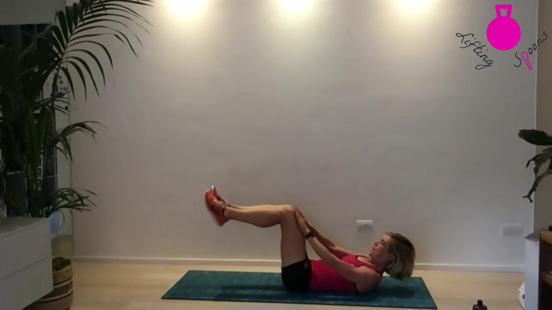 Hollow Hold Crunch for a Stronger Core